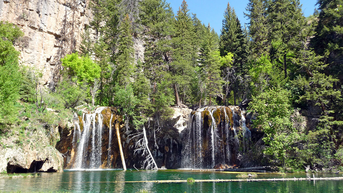 hiking the hanging lake trail in colorado