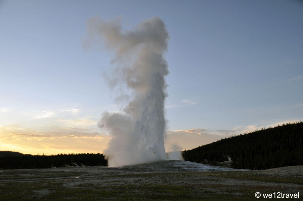 old-faithful-yellowstone-2