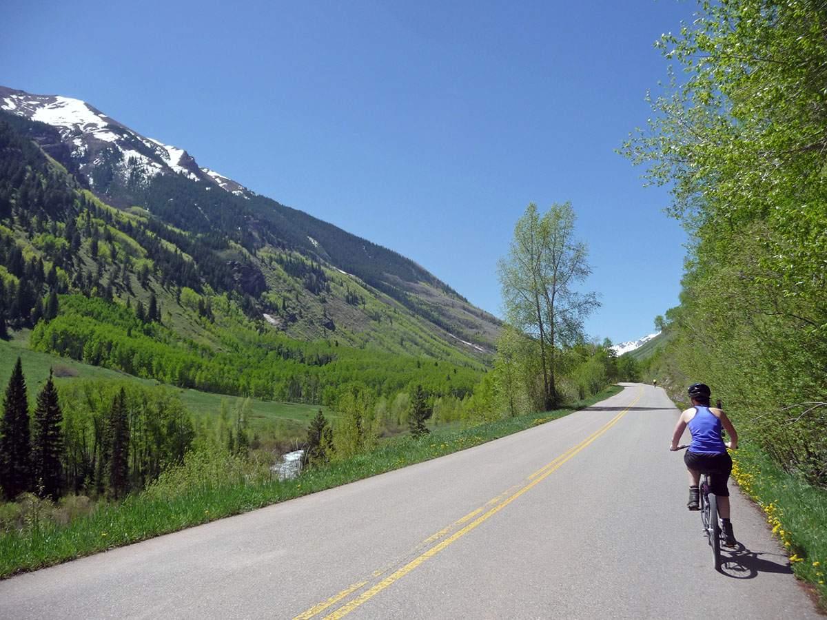 biking to maroon bells