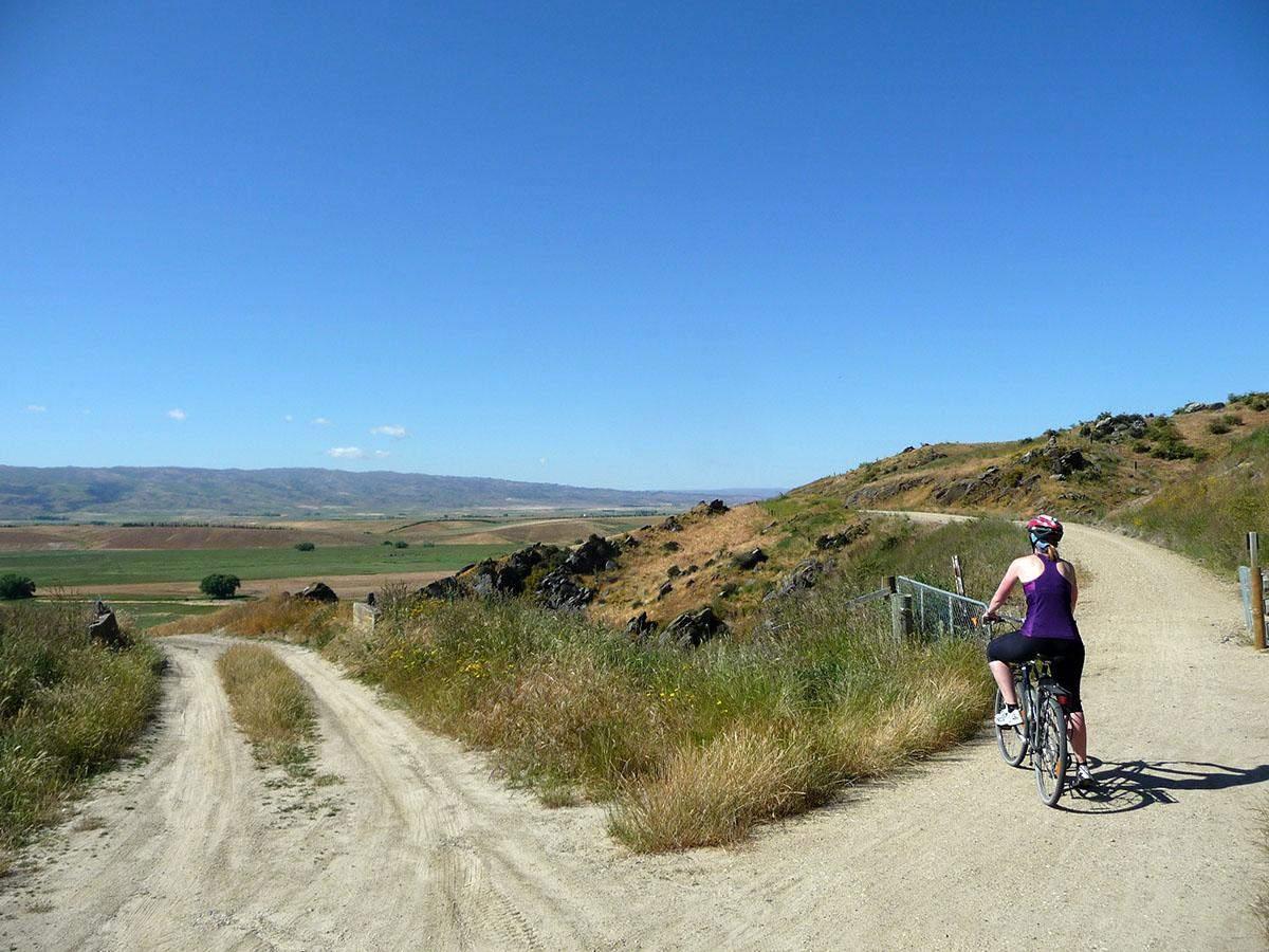cycling the otago rail trail in new zealand