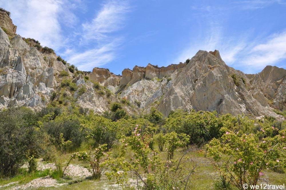 clay-cliffs-near-omarama-outside