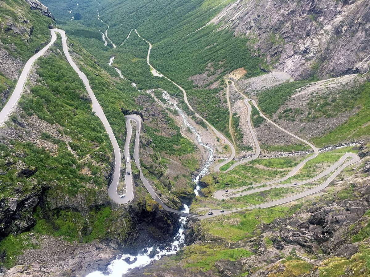 De weg omhoog naar Trollstigen