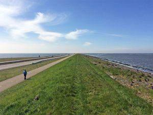 Waarom ik 32 km over de Afsluitdijk liep