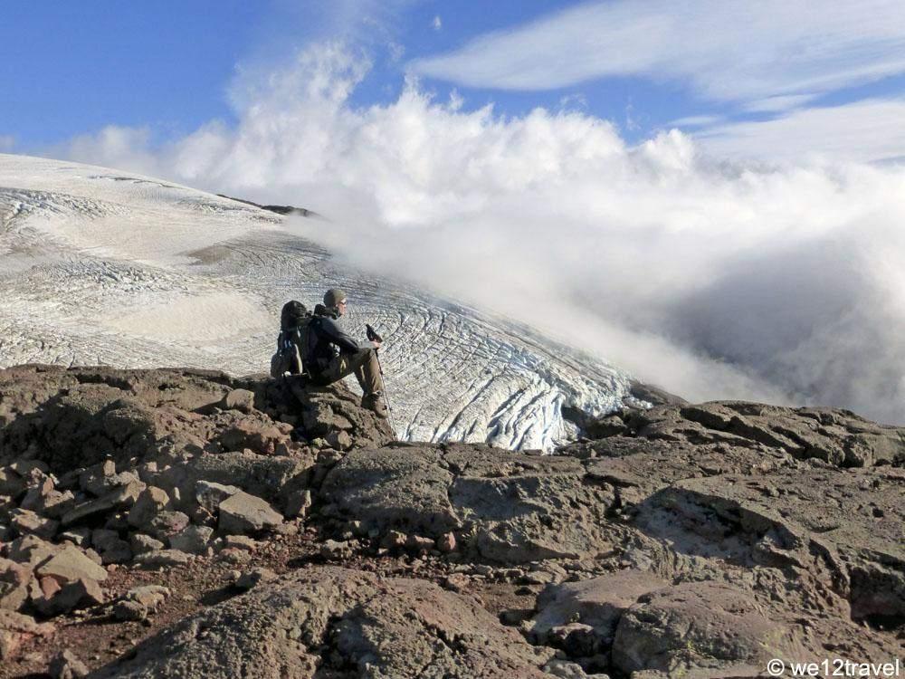 martijn-overlooking-alerce-glacier