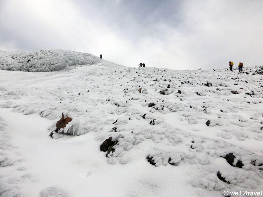 climbers-on-villarrica