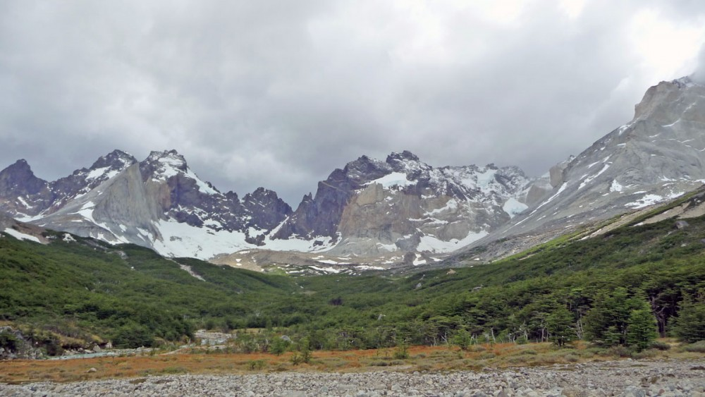 valle frances w trekking in torres del paine national park