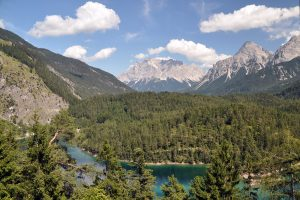 The prettiest mountain lakes in Austria … next to the highway!