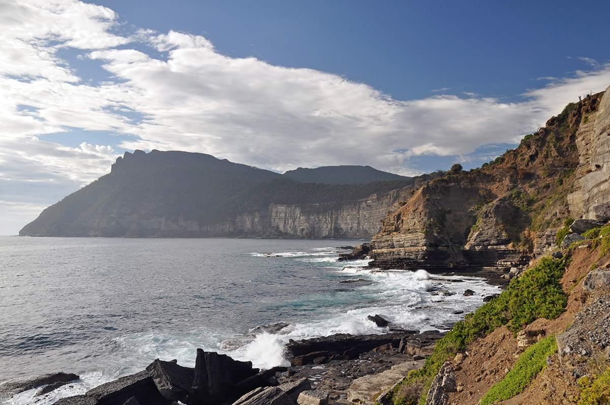 fossil cliffs hiking maria island tasmania