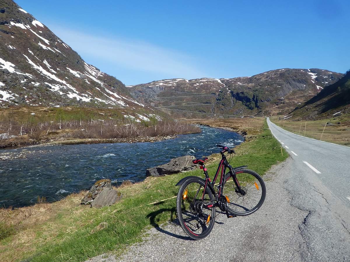 fietsen in noorwegen naar vikafjellet