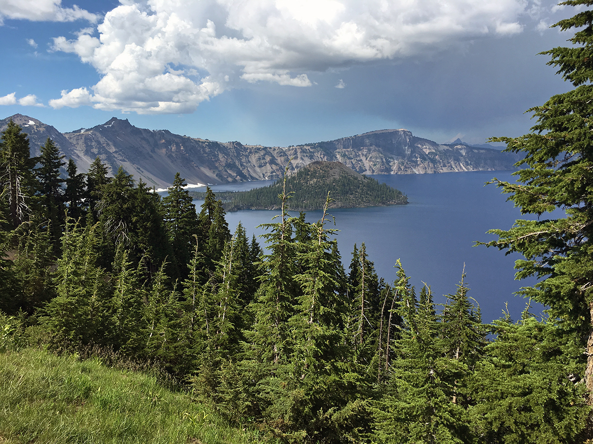 best hikes in crater lake