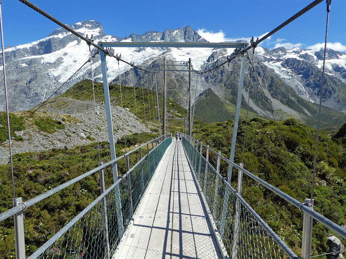 swing bridge Hooker Valley