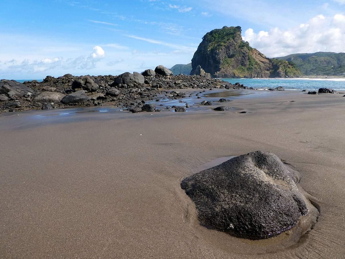 Piha Beach travel in new Zealand