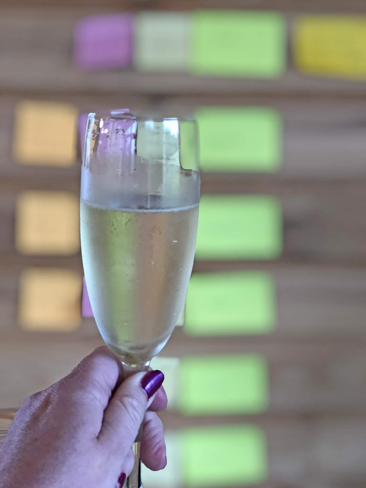 Champagne tijdens de half year review
