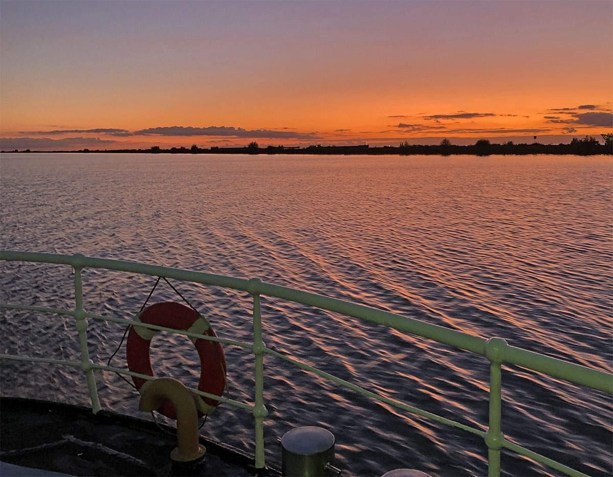 Zonsondergang vanaf de MS Waddenzee