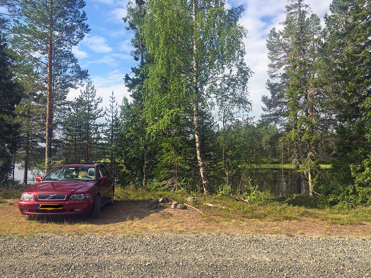 Een pauze langs een meer in Zweden driving in Sweden