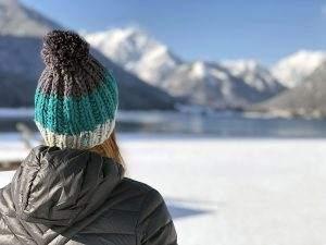Winterpret aan de Achensee in Oostenrijk