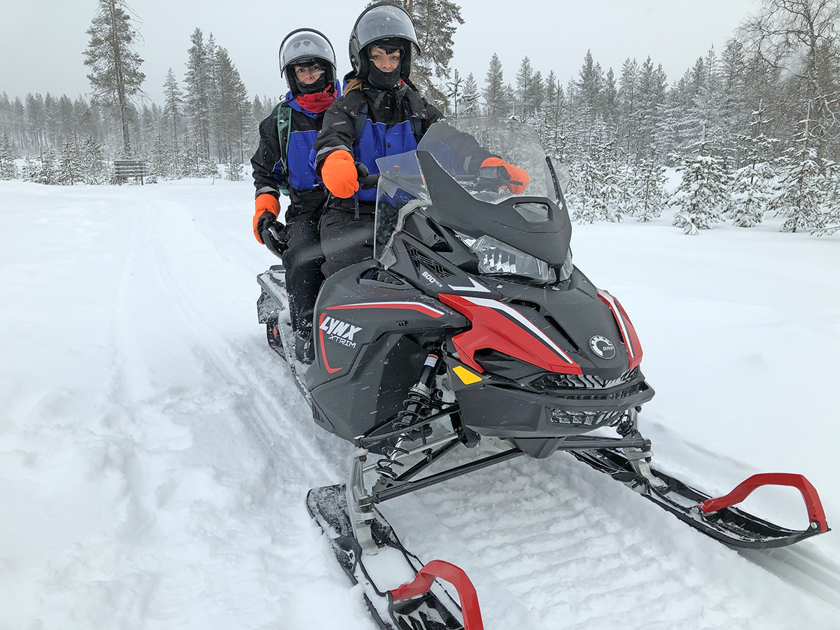 sneeuwscooteren tijdens je weekend lapland