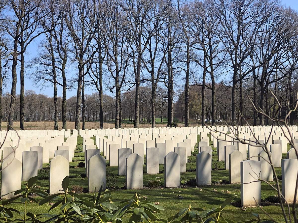 Airborne Cemetery Oosterbeek op Veluwe Zwerfpad etappe 1